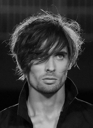 feathered-hairstyle-for-men-2016-500x686